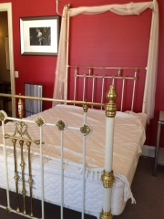 Photo taken onsite at the auction venue but it is a graceful lovely bed.